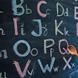 黒板に書かれたアルファベット